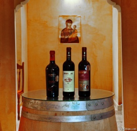 Red wines of the cell, in front of Virgin Mary